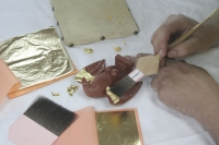 Take a look under the hands of restorer – 1 part Gilding